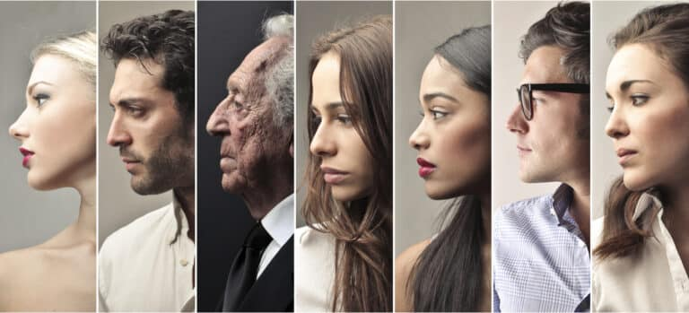 Portret van mensen die hun worstelingen delen.